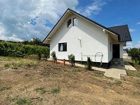 Casa de vânzare 3 camere, în Tomeşti