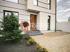 Casa de închiriat 5 camere, în Dumbrăviţa, zona Nord-Est