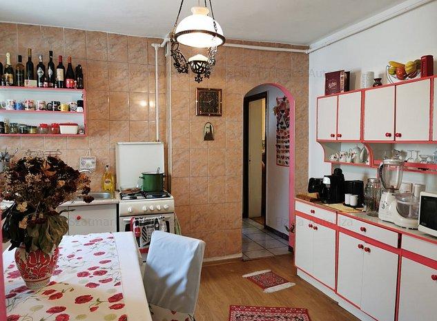 Apartament 3 camere confort 1,Dambu Pietros - imaginea 1