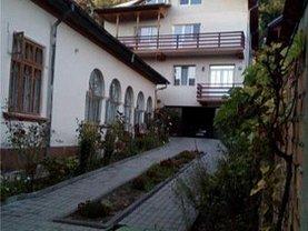Casa de vânzare 8 camere, în Râmnicu Vâlcea, zona Central