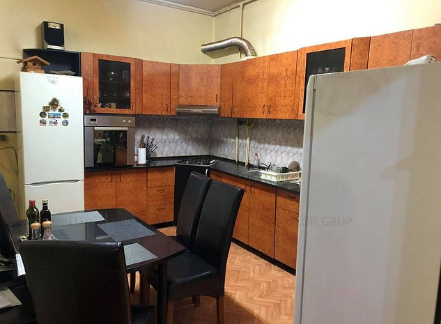 Apartament 3 camere   de vanzare   Central - imaginea 1