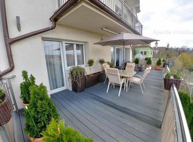 Inchiriez casa cu 6 camere ,in apropiere de parc ,zona Bulevardul Victoriei - imaginea 1