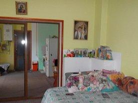 Casa de vânzare 3 camere, în Piatra-Neamt, zona Central