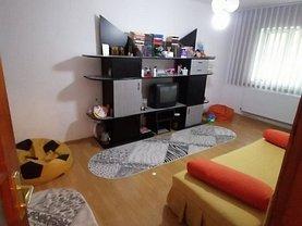 Apartament de vânzare 3 camere, în Târgovişte, zona Sud-Vest