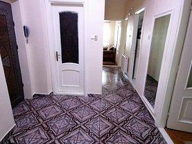 Apartament de închiriat 4 camere, în Târgovişte, zona Micro 8