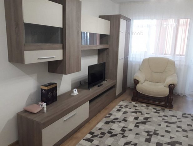 Inchiriere apartament 3 camere- Targoviste - imaginea 1