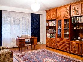 Casa de vânzare sau de închiriat 7 camere, în Târgovişte, zona Nord