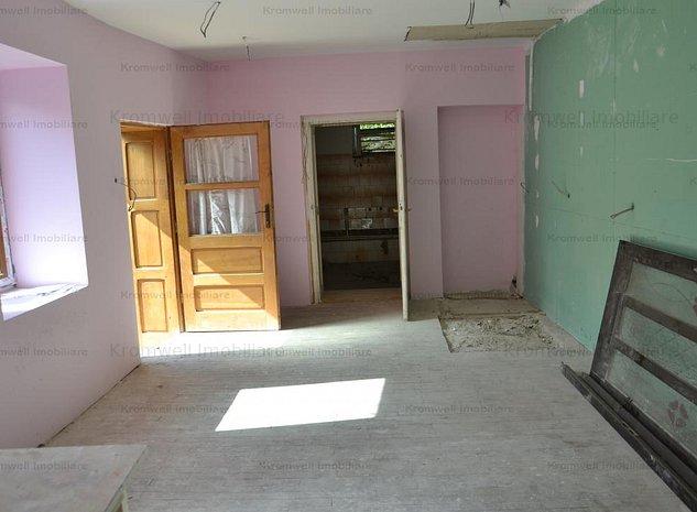 Apartament la casa in Cisnadie + Garaj + Spatiu Comercial - imaginea 1