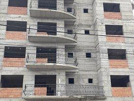 Apartament de vânzare 4 camere, în Comanesti, zona Central