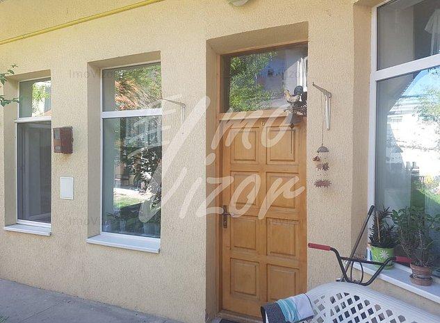Apartament 3 camere in casa in centru - imaginea 1