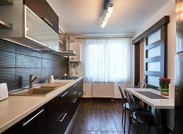 Apartament 2 camere DECOMANDAT, 54 mp + 16mp Terasa, 1/3, aproape de Grand Hotel - imaginea 1