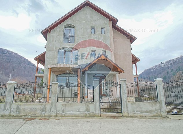 Vila in cartierul Bunloc, 11 camere, P+E+M, teren 843 mp - imaginea 1
