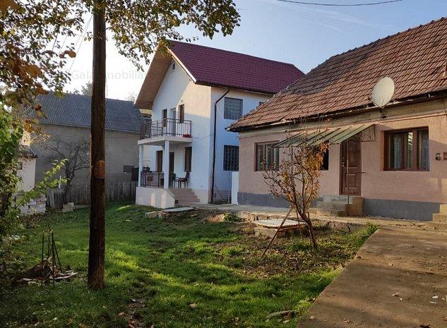 2 case in curte comuna, 400 mp curte fara amprente-Dambul Rotund - imaginea 1
