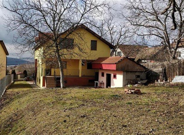 Casa locuinta/cazare muncitori, 6 camere, 300 mp, curte 400 mp, zona str. Cornel - imaginea 1