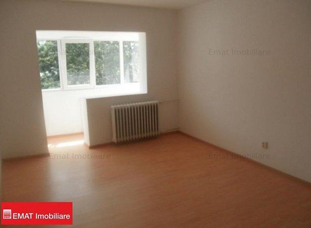 Vanzare apartament 2 camere , zona Nord-Cameliei 44 - imaginea 1