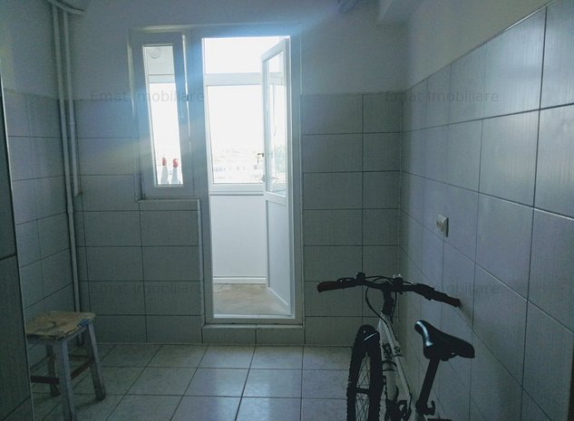 Vanzare apartament 3 camere, zona Vest Lamaita (ID 169) - imaginea 1