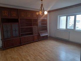 Apartament de vânzare 3 camere, în Ploieşti, zona Cantacuzino