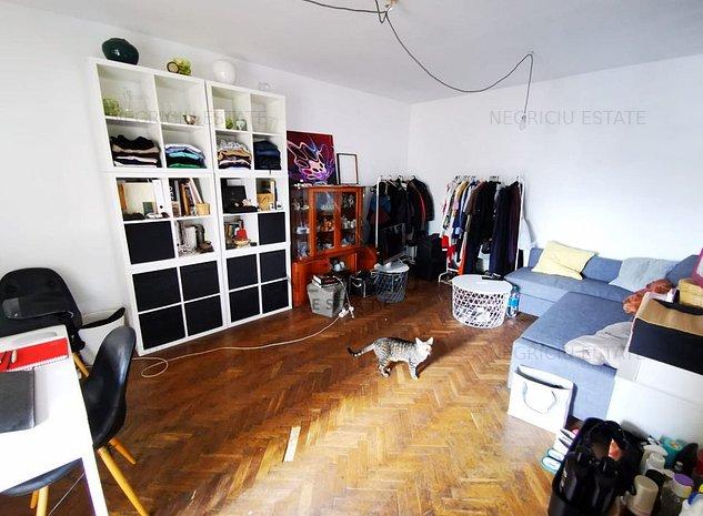 Apartament cu 3 camere, decomandat, zona Piata Unirii. - imaginea 1