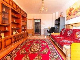 Apartament de vanzare 3 camere, în Buhuşi, zona Sud-Est