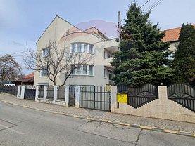 Casa de vânzare 9 camere, în Bacău, zona Gară