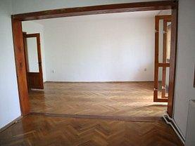 Apartament de vânzare 3 camere, în Brăila, zona Şcolilor