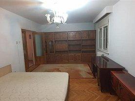 Apartament de închiriat 4 camere, în Alba Iulia, zona Cetate