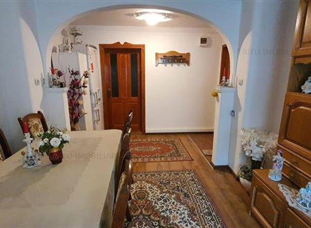 Apartament 3 camere, etaj 1,  80 mp - imaginea 1