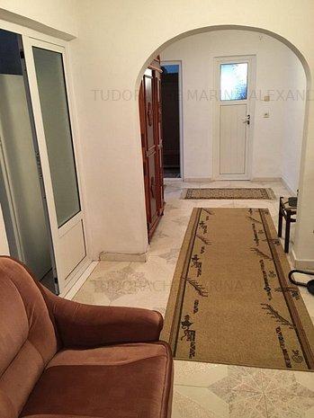 Inchiriere apartament 3 camere, central Targoviste UNC656 - imaginea 1