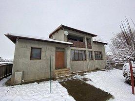 Casa de vânzare 9 camere, în Valea Ursului