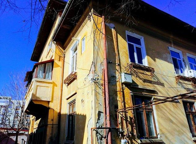 Vand vila renovabila in Vatra Luminoasa 11 camere - imaginea 1