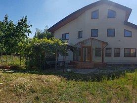 Casa de vânzare 5 camere, în Focşani, zona Est