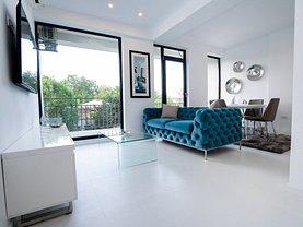 Apartament de vânzare 3 camere, în Neptun, zona Central
