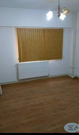 CAPITOL apartament 2 camere decomandat, etaj 1, centrala gaze - imaginea 1