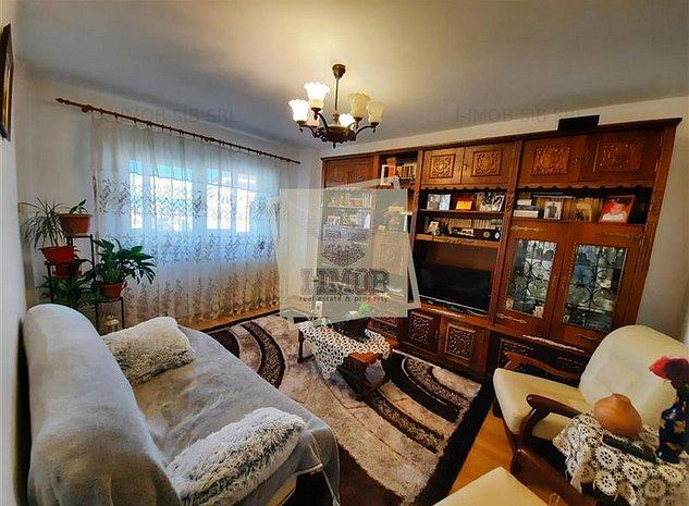 Apartament cu 4 camere 2 bai balcon si pivnita de vanzare pe Mihai Viteazu din S - imaginea 1