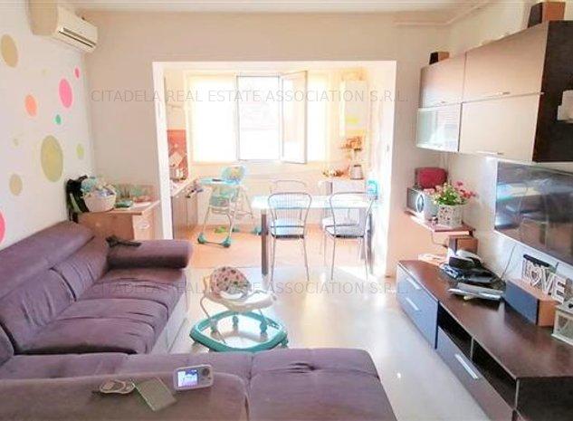 Apartament 4 camere, scara interioara, Cetate - imaginea 1