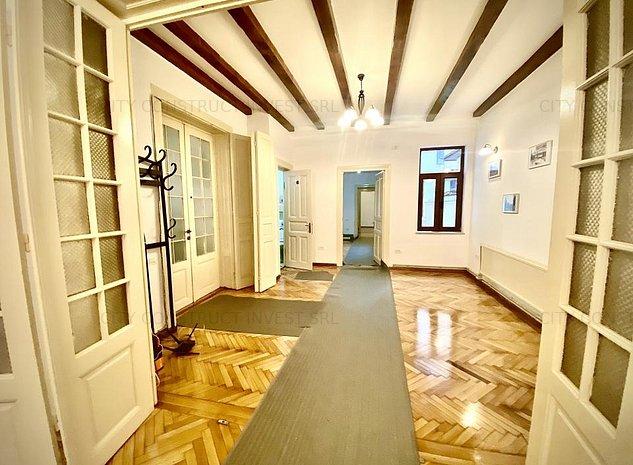 Casa cu arhitectura neoromanesca Victoriei - Cismigiu - imaginea 1