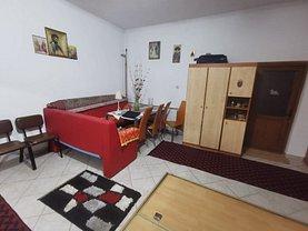 Casa de vânzare 10 camere, în Budeşti, zona Nord-Est