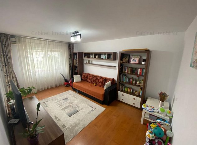Apartament 2 camere , decomandat zona Nicolina - imaginea 1