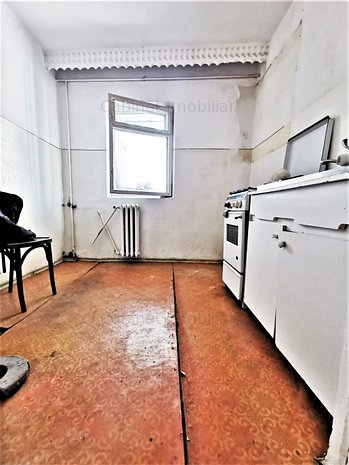 Apartament cu 3 camere - Zona Canta - imaginea 1