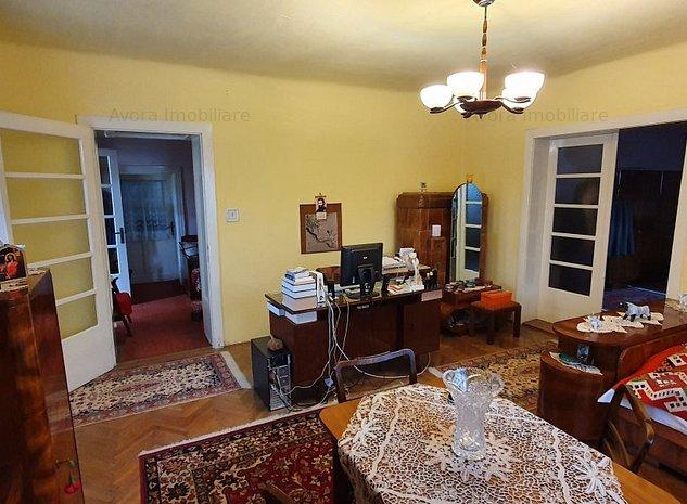 Casa de vanzare 3 camere anexe si teren 860mp - imaginea 1