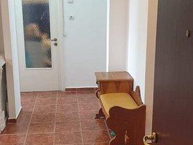 Apartament de vânzare 3 camere, în Oradea, zona Cantemir