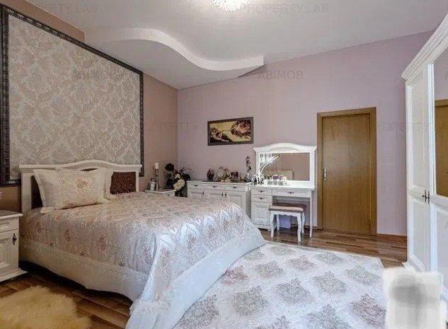 Apartament 3 camere decomandat, zona centrala, curte renovata - imaginea 1