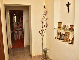 Apartament de vânzare 4 camere, în Buzău, zona Bălcescu