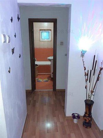 Vanzare Apartament 3 Camere Micro 5 - imaginea 1