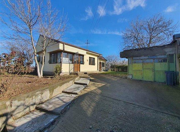 Vanzare Casa cu 3 camere si teren Butimanu Dambovita - imaginea 1