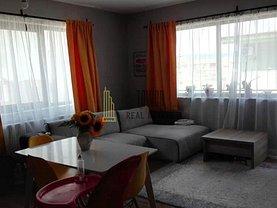 Apartament de vânzare sau de închiriat 3 camere, în Floreşti