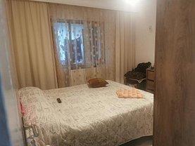 Apartament de vânzare 3 camere, în Brăila, zona Buzaului