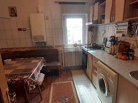 Apartament de vânzare 4 camere, în Buzău, zona 1 Decembrie