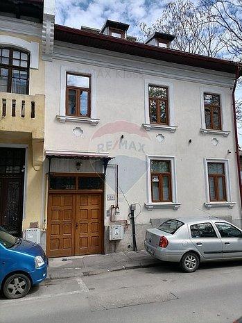 Casa / Vila cu 16 camere de vanzare in zona Romana - imaginea 1