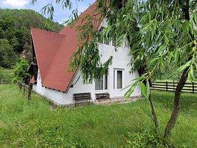 Casa de vânzare 3 camere, în Brezoi, zona Nord